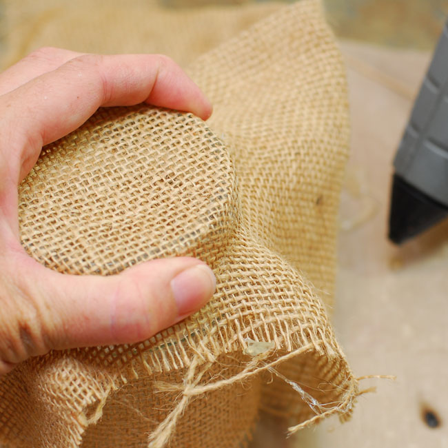 05 - turn the jar right side up and squeeze the burlap tight all the way around - Keri Lee Sereika