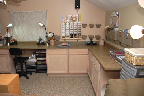 Right_side_of_the_studio_with_cabinets_a